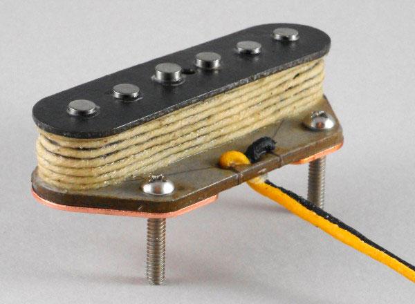 micro guitare bobine main