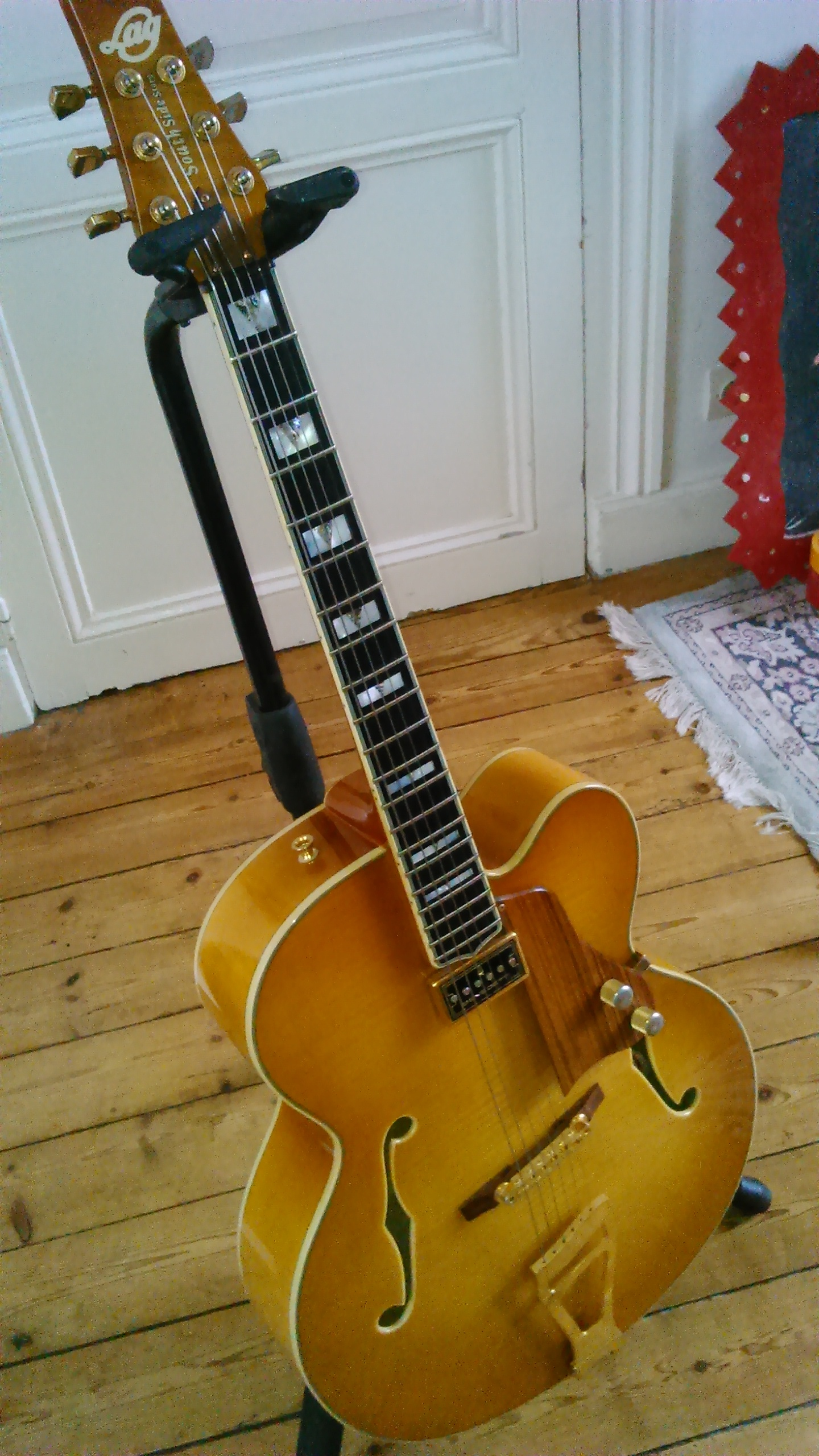 micro guitare jazz archtop