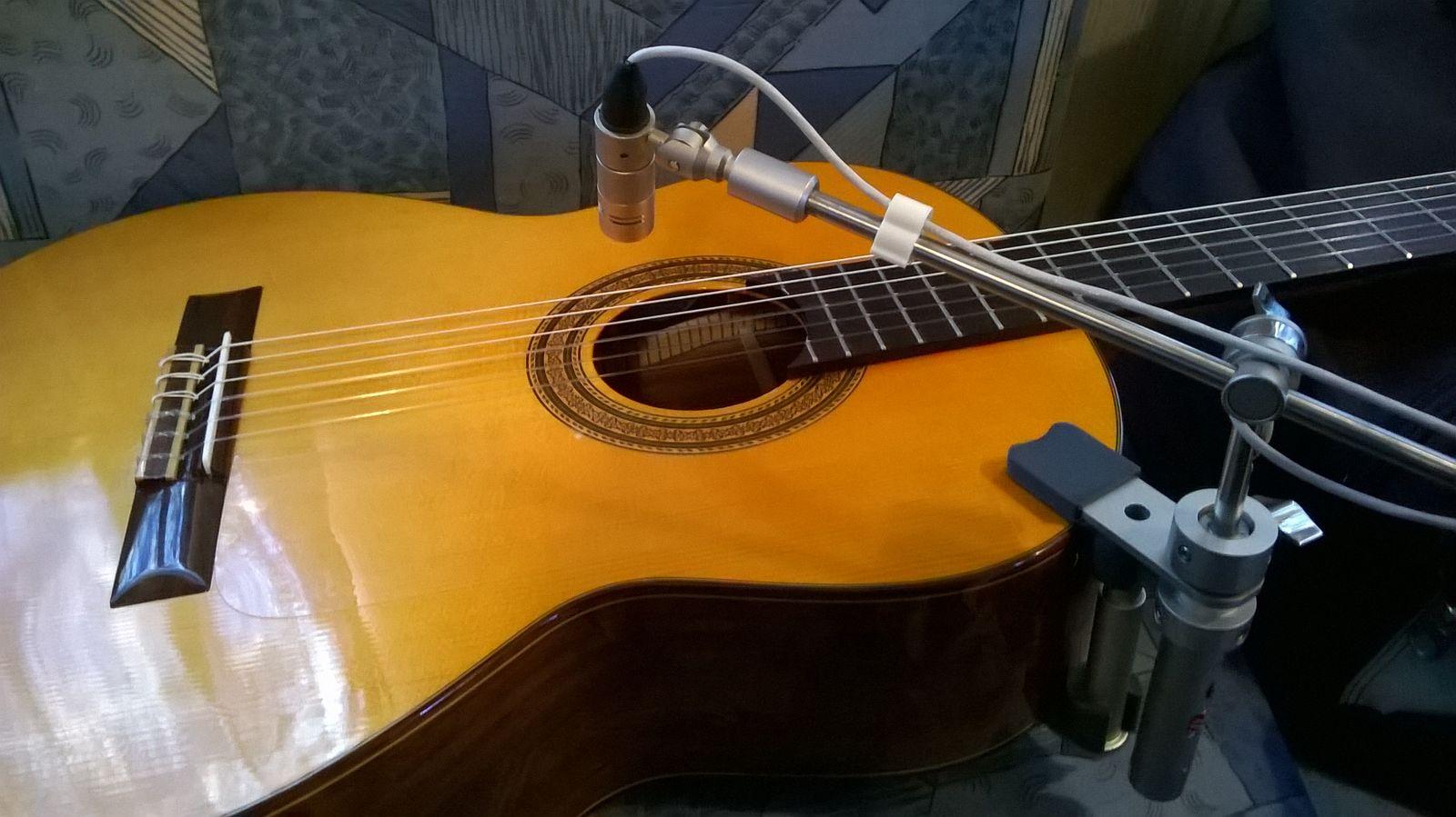micro guitare nylon